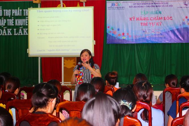 Thắp sáng tương lai cho trẻ em tự kỷ tỉnh Đắk Lắk