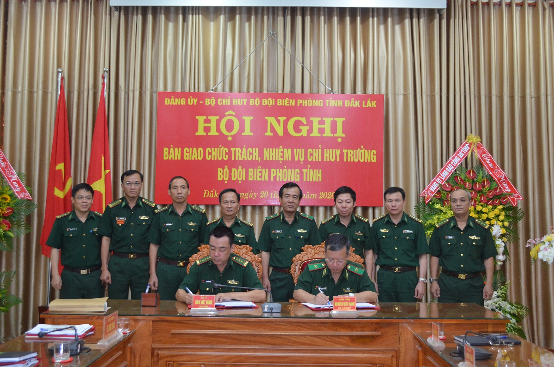Bàn giao chức trách nhiệm vụ Chỉ huy trưởng Bộ đội Biên phòng tỉnh Đắk Lắk.