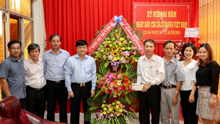 Thường trực Tỉnh ủy chúc mừng các cơ quan thông tấn, báo chí nhân kỷ niệm 95 năm Ngày Báo chí cách mạng Việt Nam
