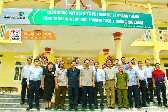 Lễ khánh thành và bàn giao công trình nhà lớp học Trường THCS Y Ngông Niê Kdăm