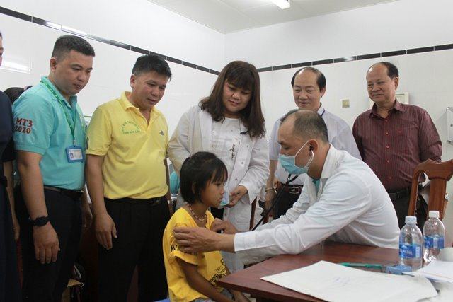 Đắk Lắk gần 1300 trẻ em được khám sàng lọc tim miễn phí