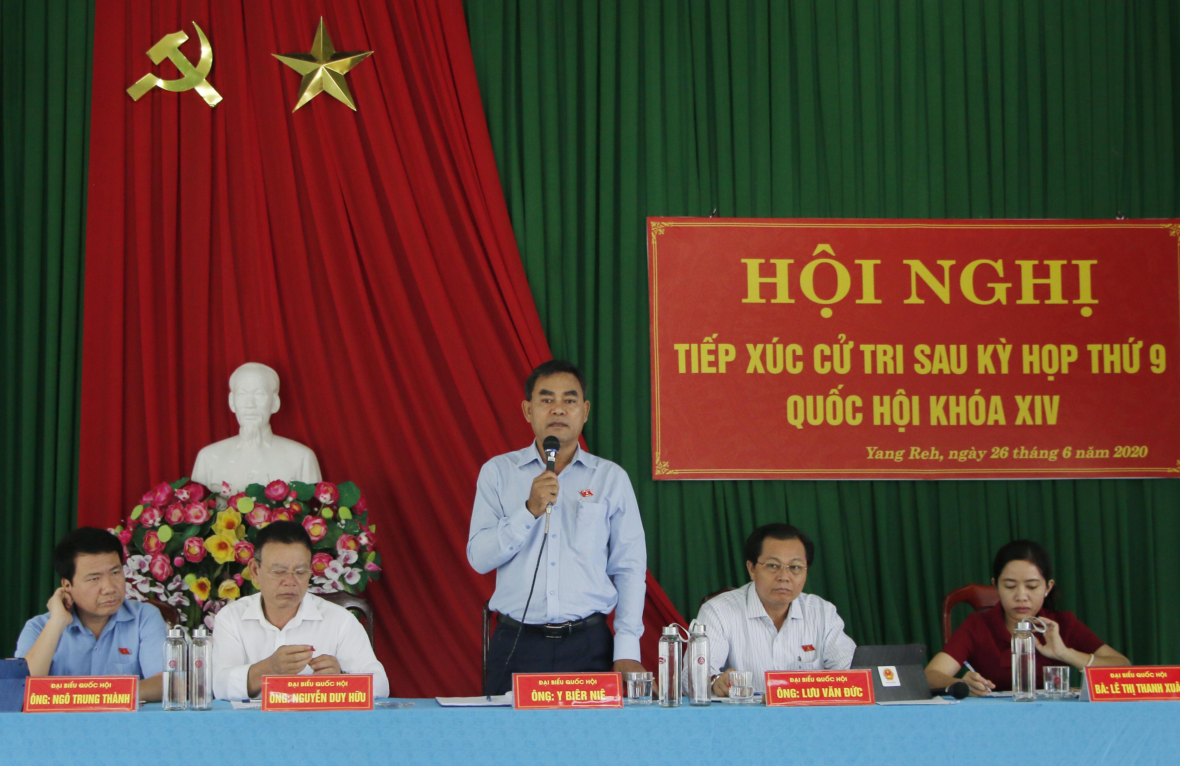 Cử tri huyện Krông Bông kiến nghị nhiều vấn đề nóng của địa phương