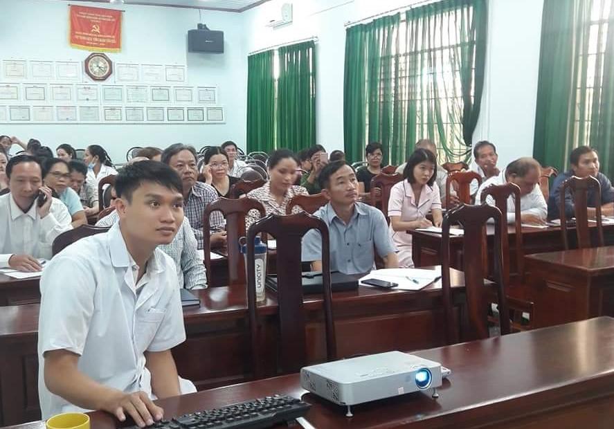 Huyện Lắk tổ chức tập huấn, điều trị bệnh sốt xuất huyết và bệnh bạch hầu