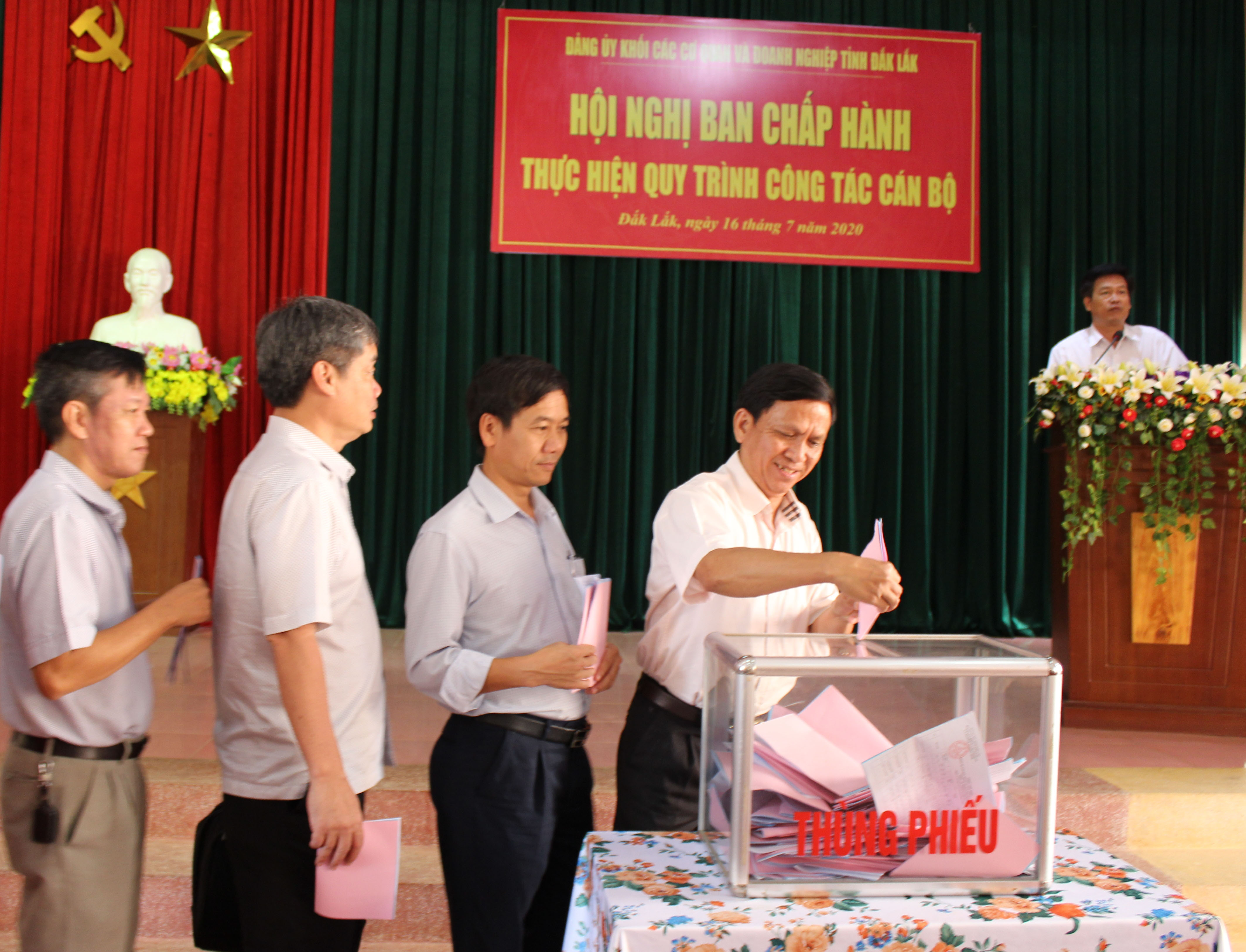 Party Committee of provincial Agencies and Enterprises' Bloc deploys the process of personnel work