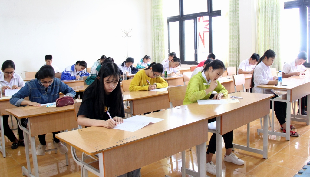 Gần 2.000 thí sinh đăng ký dự thi vào lớp 10 hai trường chuyên biệt của tỉnh