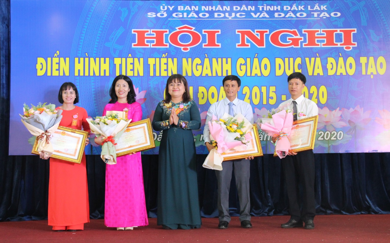 Honoring typical examples of Dak Lak Education and Training sector in the 2015-2020 period
