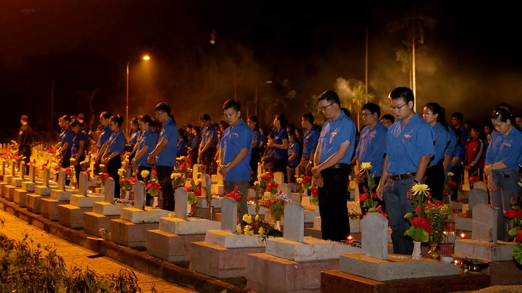Gần 2.000 đoàn viên thanh niên tham gia Lễ thắp nến tri ân các anh hùng Liệt sỹ