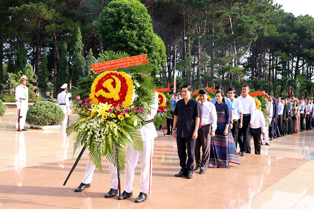 Lễ viếng Nghĩa trang Liệt sỹ tỉnh nhân kỷ niệm 73 năm Ngày Thương binh Liệt sỹ