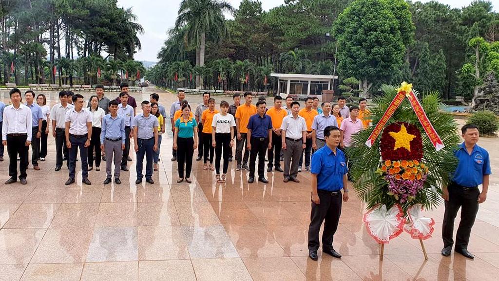 Viettel Đắk Lắk dâng hoa viếng các anh hùng Liệt sỹ tại Nghĩa trang liệt sỹ tỉnh