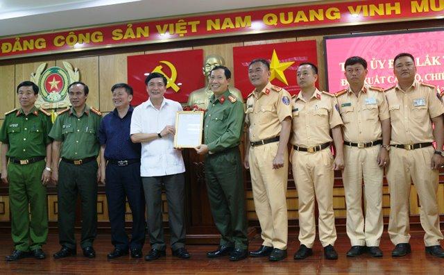 Bí thư Tỉnh ủy thưởng ''nóng'' cho lực lượng triệt phá vụ vận chuyển 200 kg ma túy đá