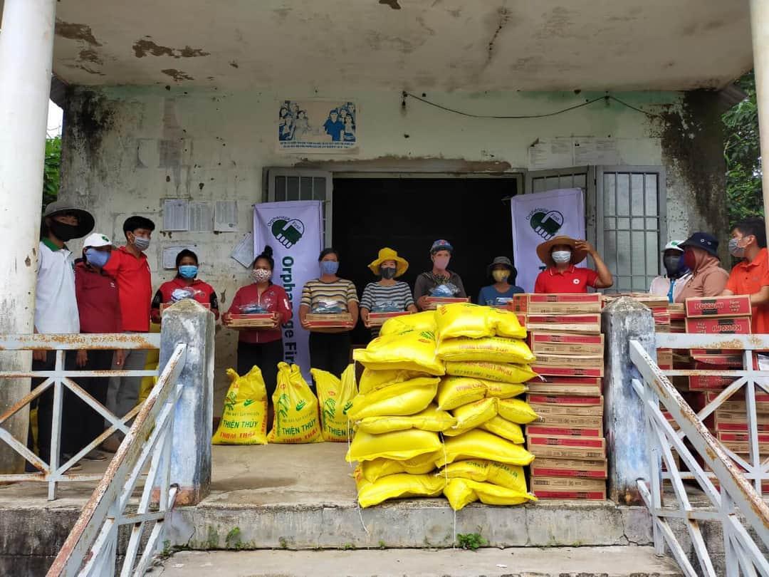 Tặng 146 suất quà cho người dân bị ảnh hưởng do dịch bạch hầu trên địa bàn huyện Lắk