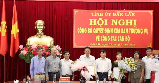 Công bố và trao Quyết định của Ban Thường vụ Tỉnh ủy về công tác cán bộ