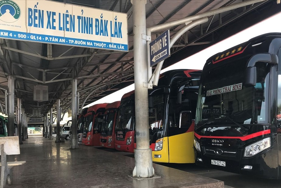 Activities transporting passengers arriving/departing Buon Ma Thuot City:  no more than 20 people/bus