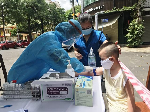 Đắk Lắk lấy mẫu xét nghiệm Covid-19 cho người dân trong vùng bị phong tỏa