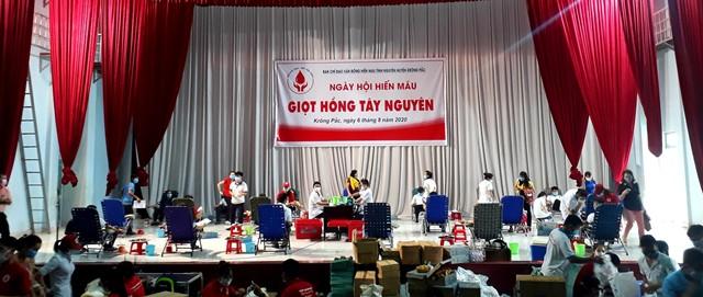 """Ngày hội hiến máu """"Giọt hồng Tây Nguyên"""" tại huyện Krông Pắc thu về 580 đơn vị máu"""