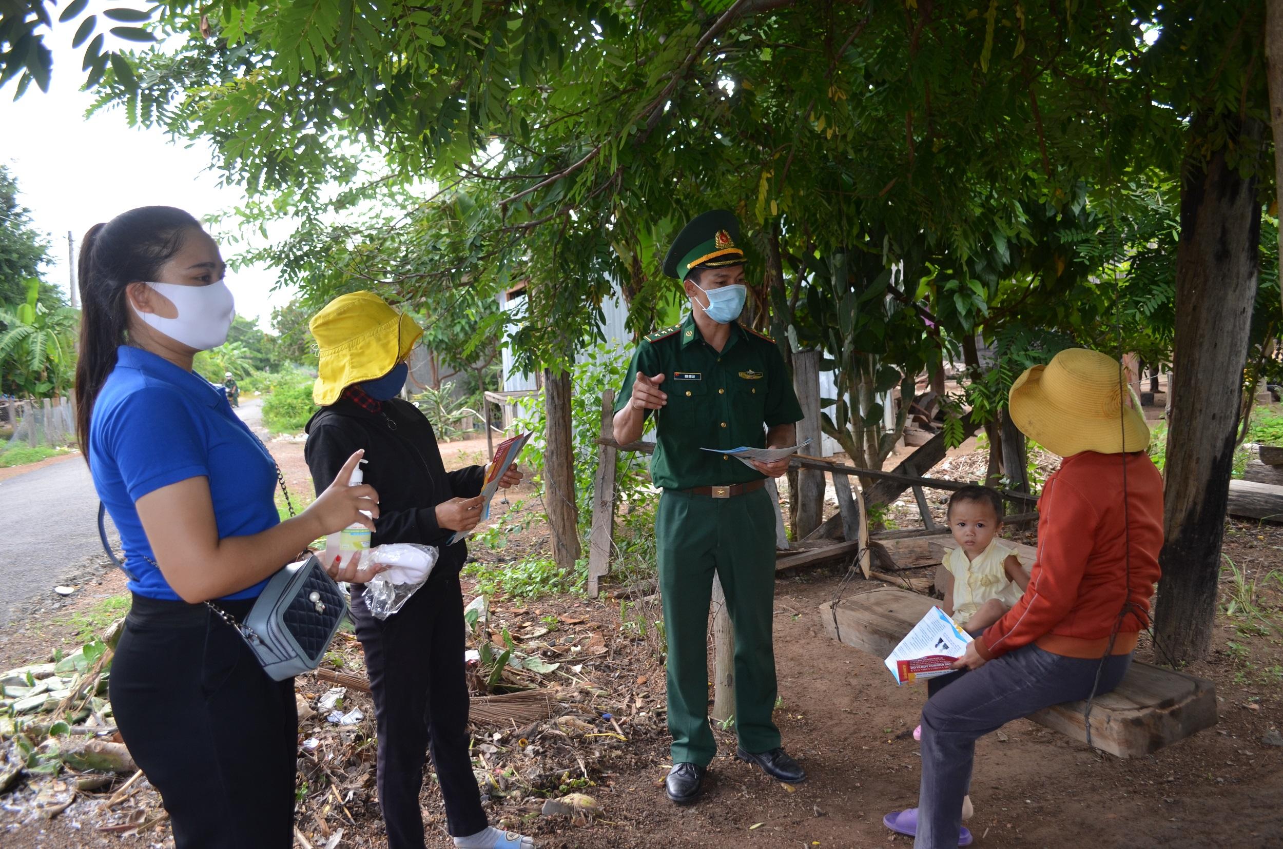 Nhiều hoạt động trong Tháng cao điểm tuyên truyền phòng, chống dịch Covid-19 ở khu vực biên giới tỉnh Đắk Lắk