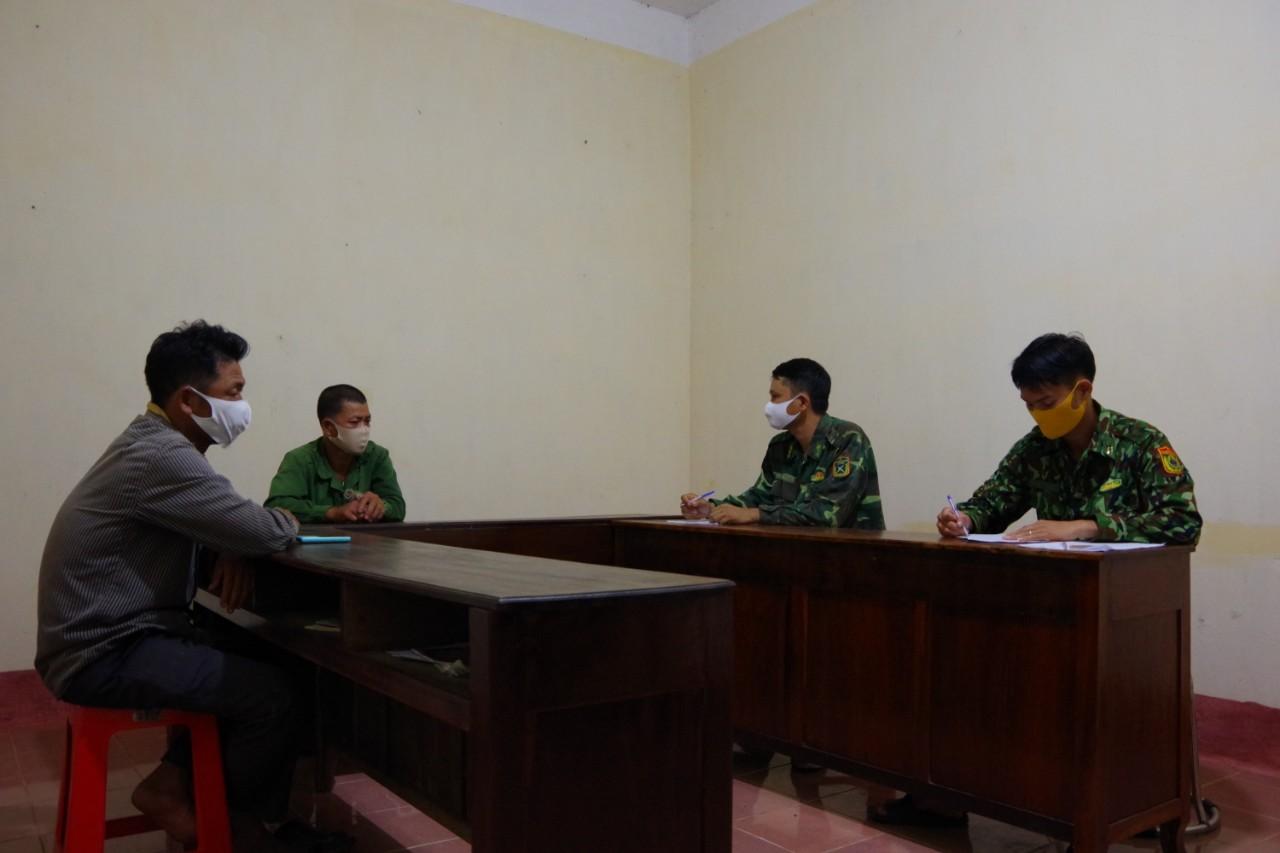 Phát hiện và bàn giao 2 công dân nhập cảnh trái phép từ Campuchia vào Việt Nam