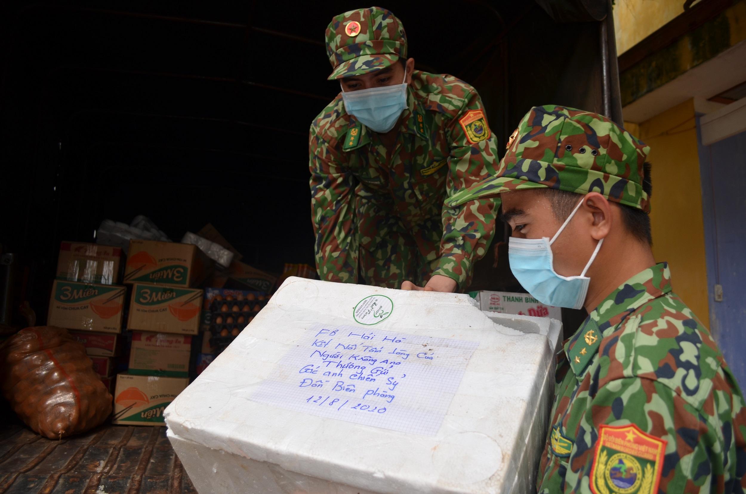 Bộ đội Biên phòng tỉnh Đắk Lắk tiếp tục tiếp nhận hơn 01 tấn nhu yếu phẩm hỗ trợ phòng chống dịch Covid-19