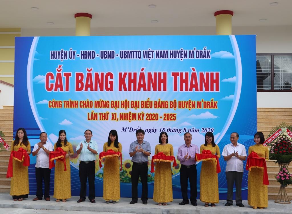 Khánh thành công trình chào mừng Đại hội đại biểu Đảng bộ huyện M'Đrắk lần thứ XI, nhiệm kỳ 2020- 2025