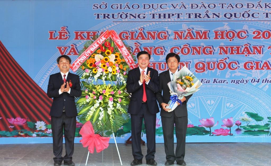 Bí thư Tỉnh ủy dự Lễ khai giảng năm học mới tại Trường THPT Trần Quốc Toản huyện Ea Kar