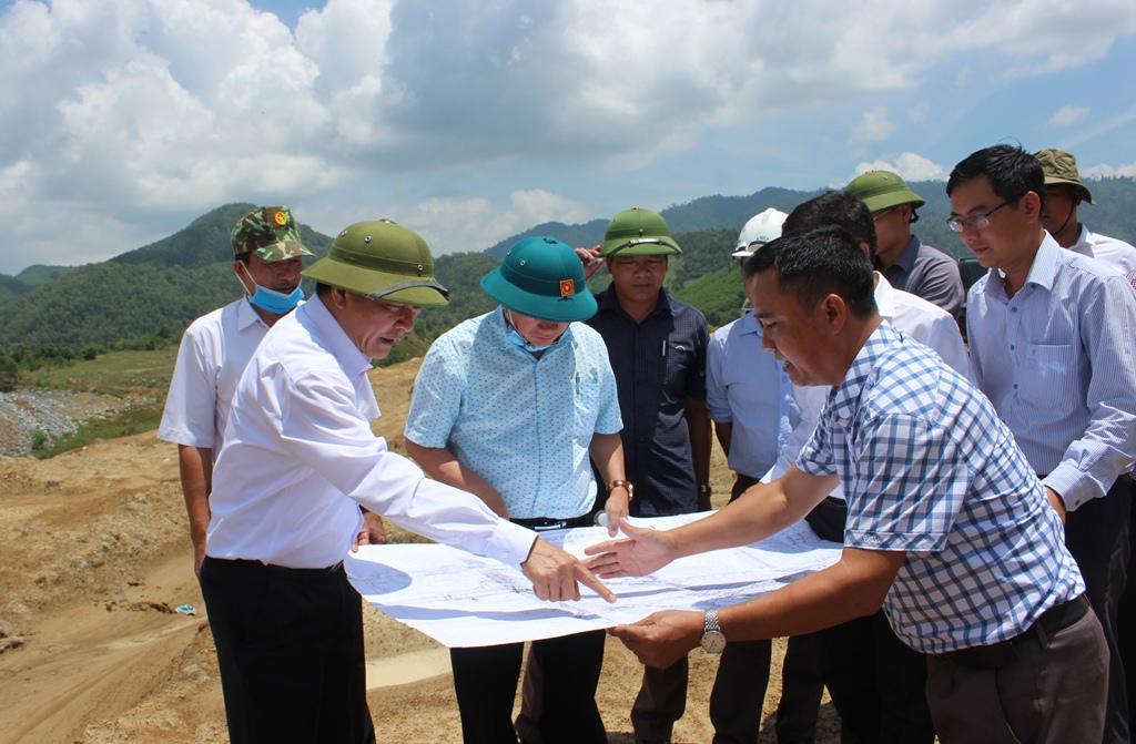 Bí thư Tỉnh ủy Bùi Văn Cường kiểm tra dự án hồ chứa nước Krông Pách Thượng