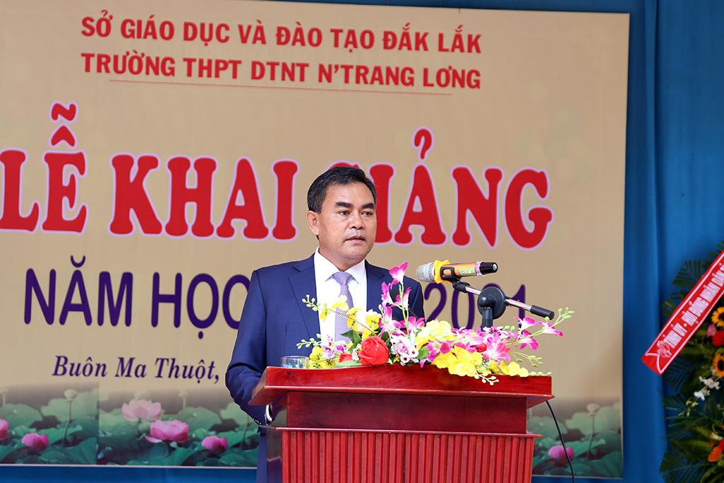 Phó Bí thư Tỉnh ủy, Chủ tịch HĐND tỉnh Y Biêr Niê dự khai giảng năm học mới cùng thầy trò trường THPT nội trú Nơ Trang Lơng