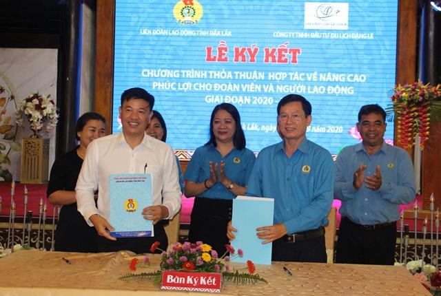 Liên đoàn Lao động tỉnh ký kết thỏa thuận hợp tác về nâng cao phúc lợi cho đoàn viên  và người lao động giai đoạn 2020-2023