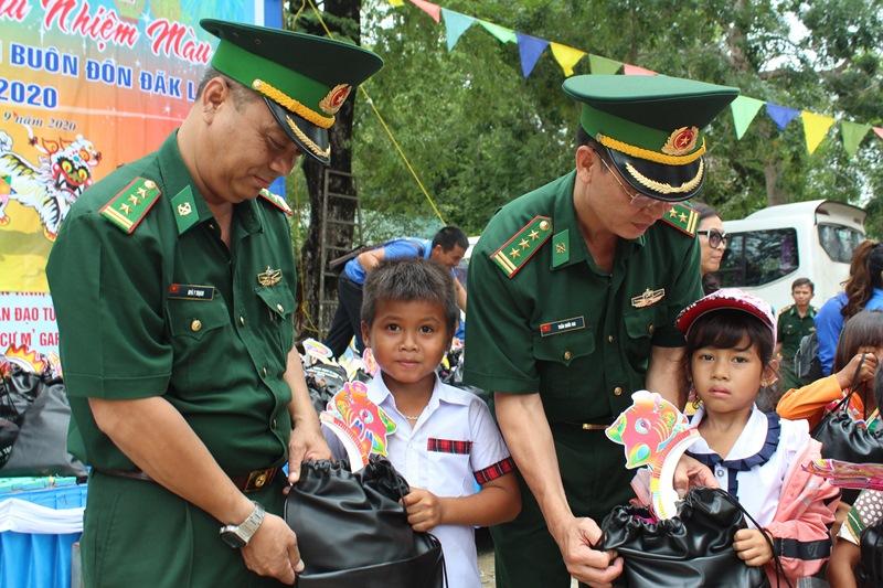 Nhiều hoạt động hướng về nhân dân khu vực biên giới tỉnh Đắk Lắk