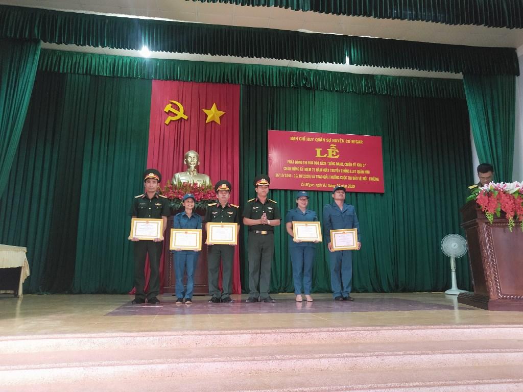 """Phát động thi đua """"Xứng danh chiến sĩ khu 5"""" và tổng kết, trao giải cuộc thi bảo vệ môi trường"""
