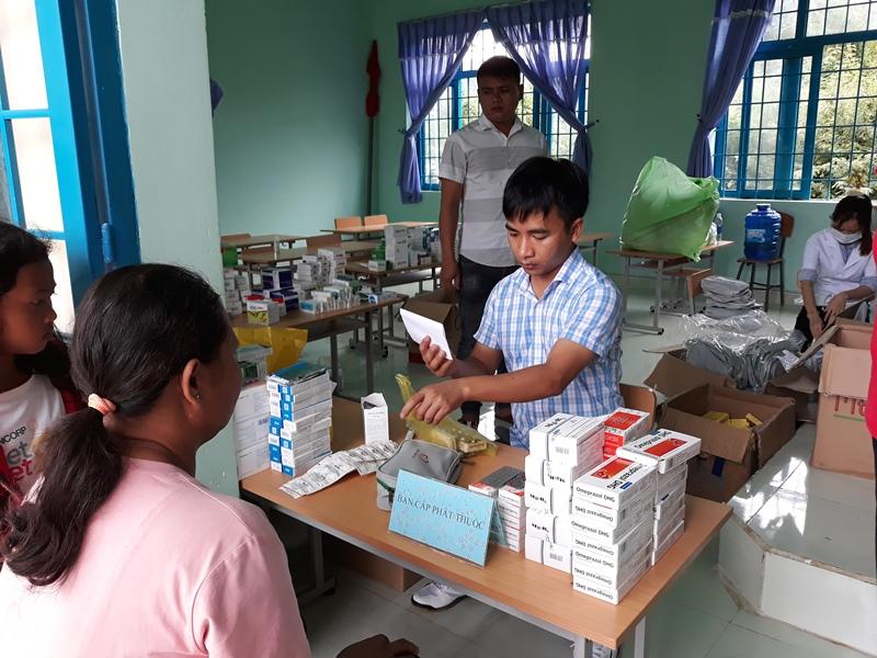 Tổ chức chương trình khám bệnh cấp thuốc miễn phí cho người dân