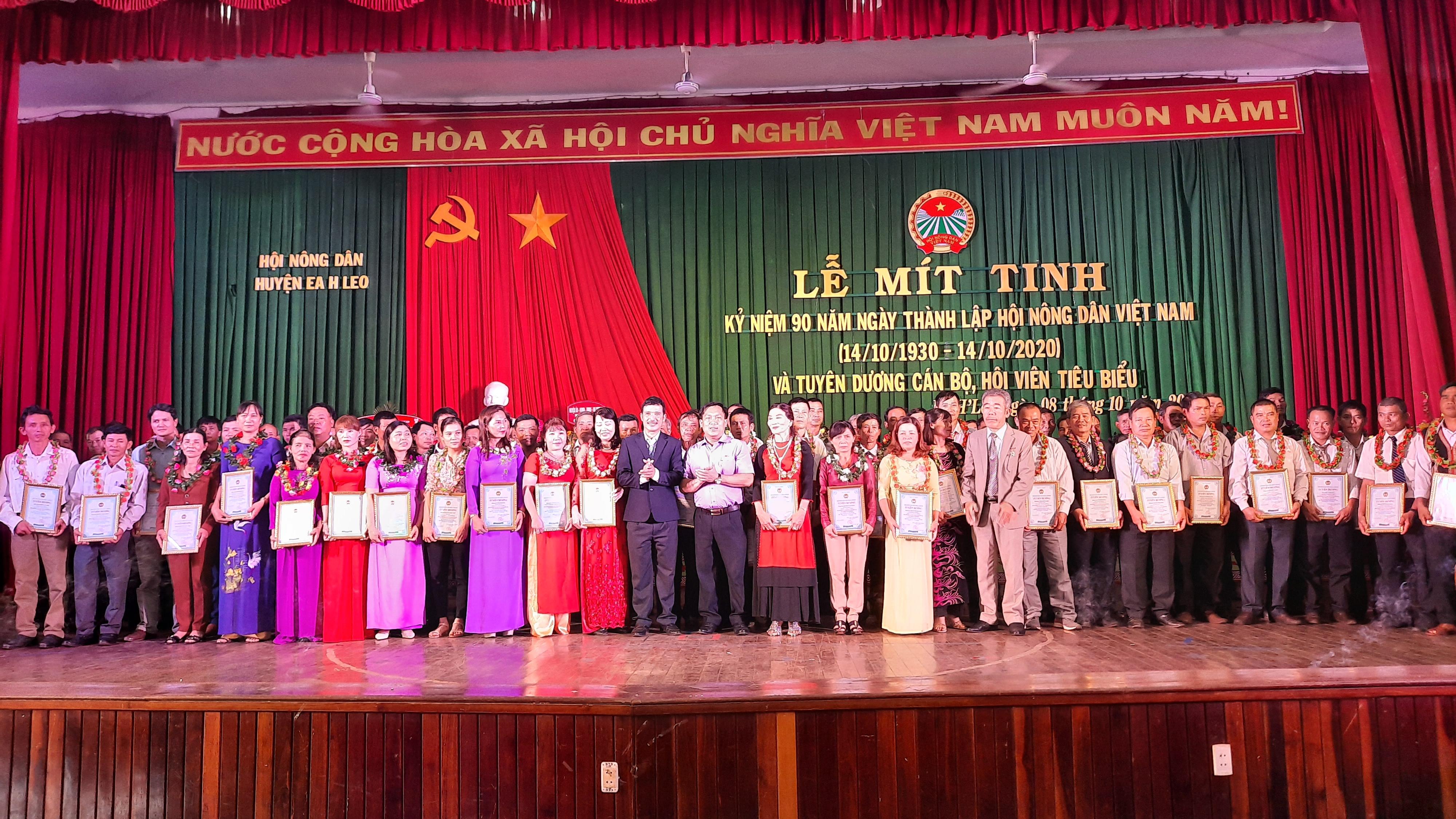 Kỷ niệm 90 năm ngày thành lập Hội Nông dân Việt Nam (14/10/1930-14/10/2020)