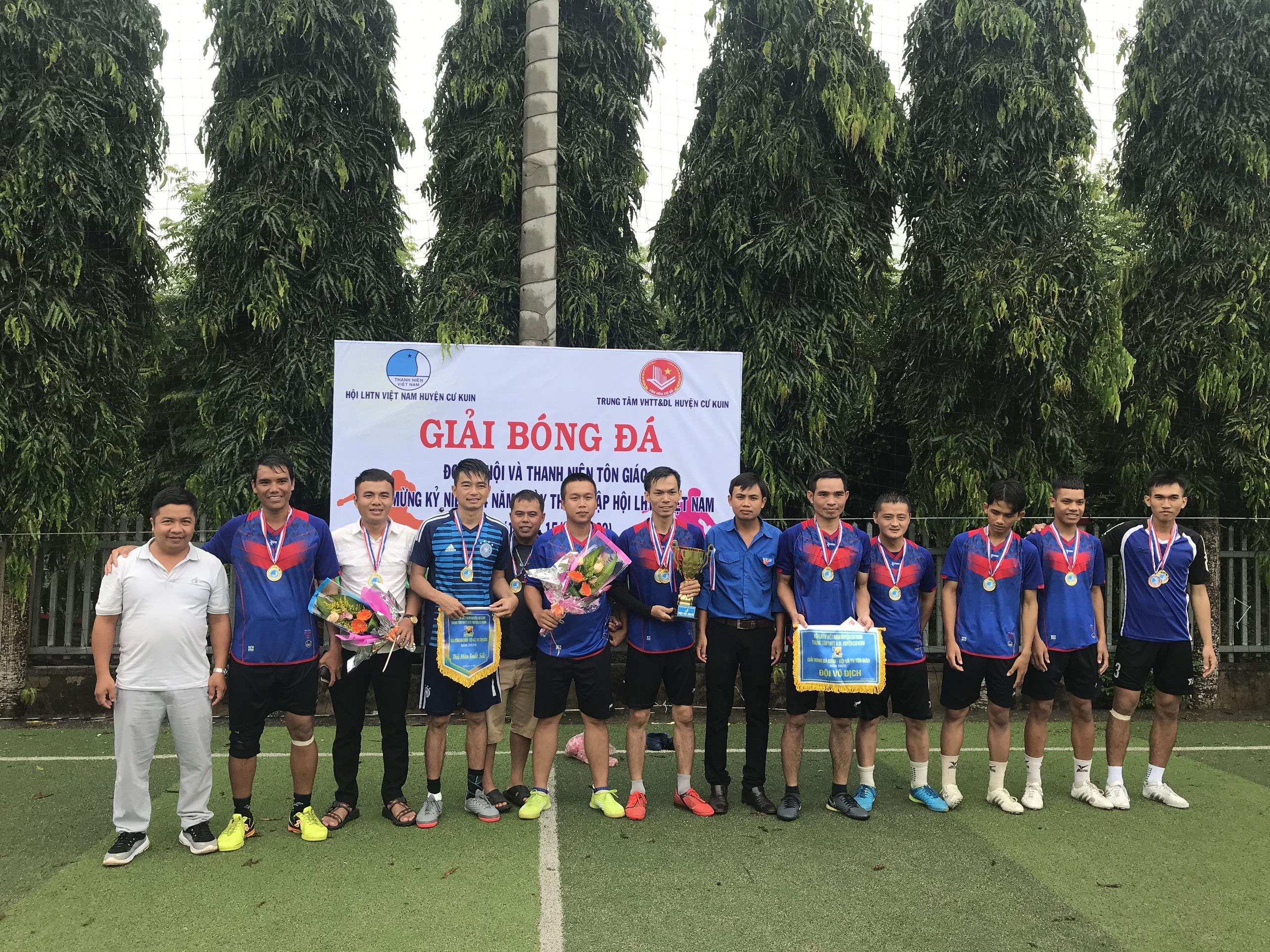 Giải bóng đá Đoàn - Hội và Thanh niên tôn giáo huyện Cư Kuin năm 2020