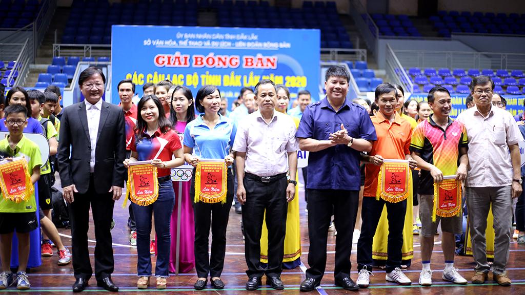 Hơn 150 vận động viên tham gia Giải Bóng bàn các câu lạc bộ tỉnh Đắk Lắk năm 2020