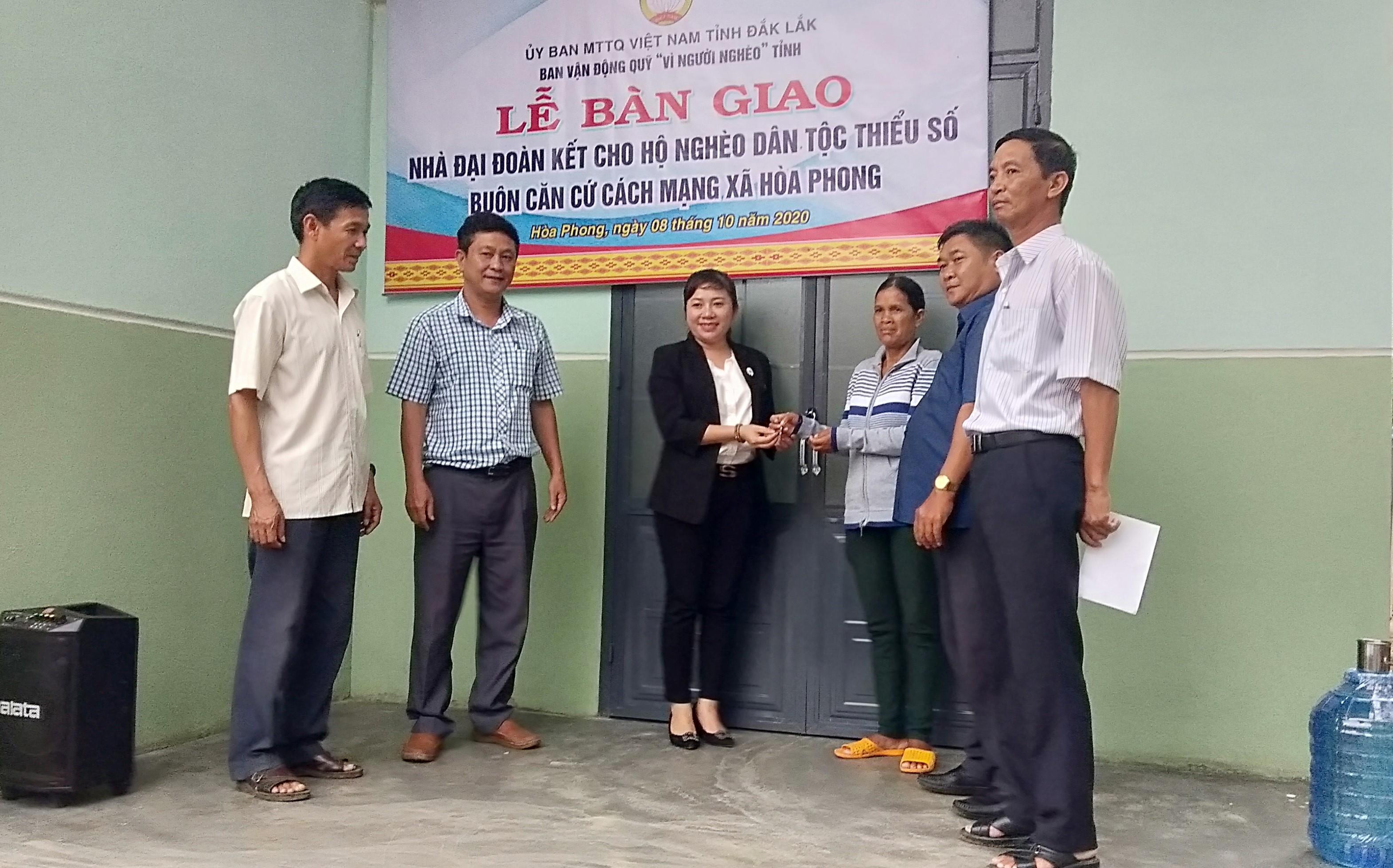 Bàn giao 2 ngôi nhà Đại đoàn kết ở huyện Krông Bông