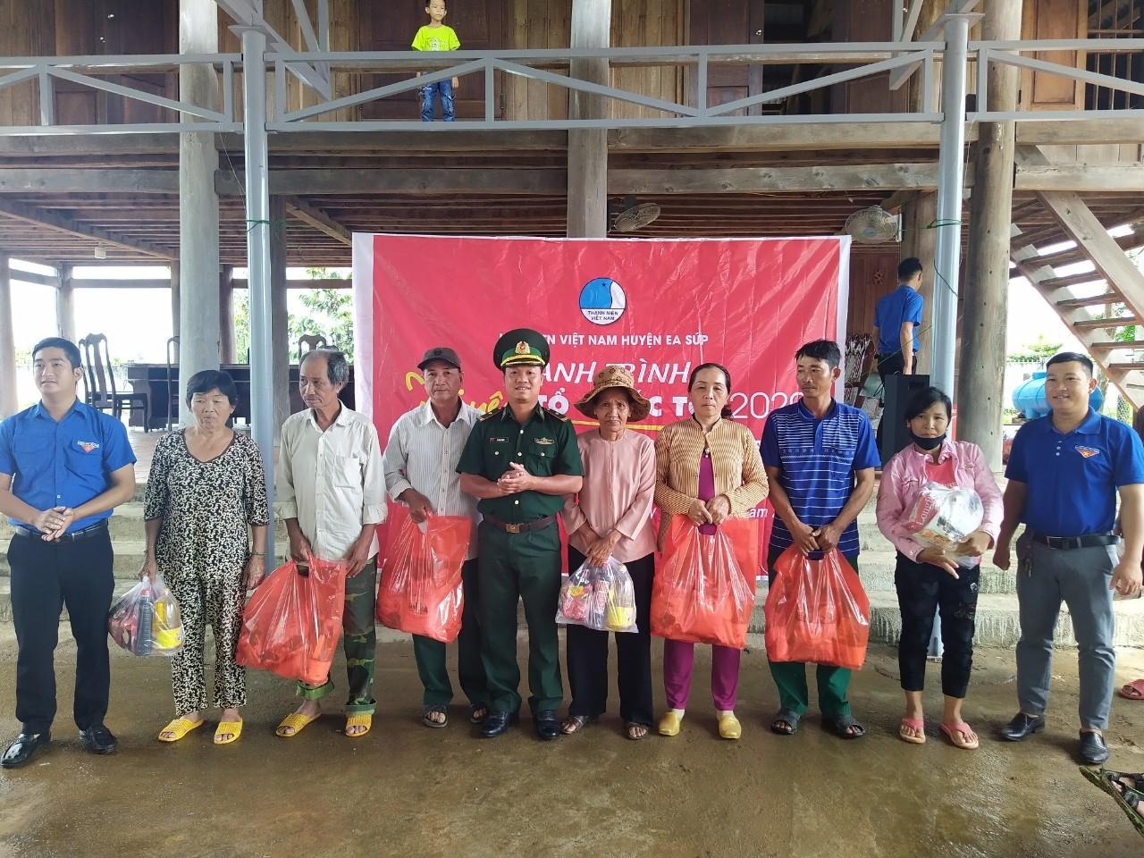 """Hành trình """"Tôi yêu Tổ quốc tôi"""" tại xã vùng biên Đắk Lắk"""