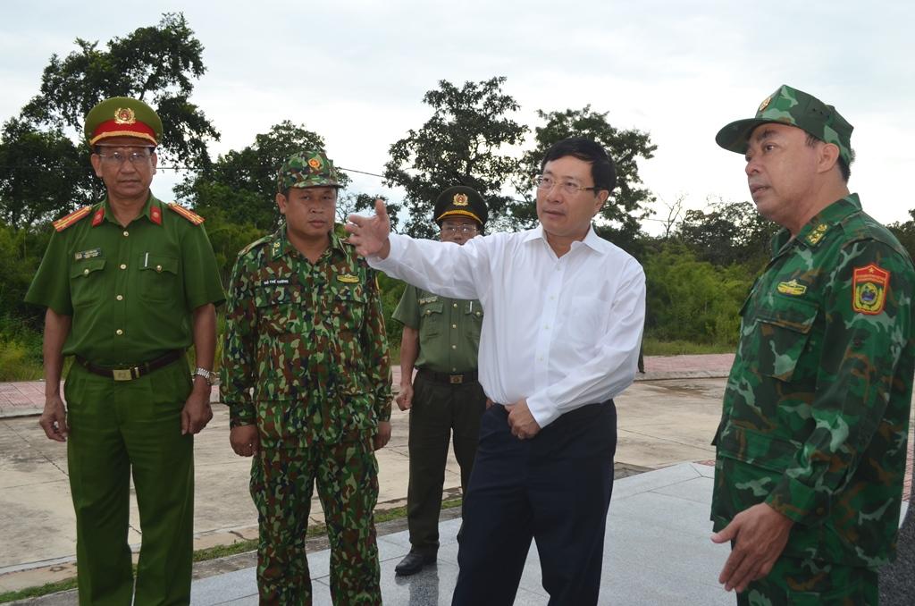 Phó Thủ tướng Chính phủ, Bộ trưởng Bộ Ngoại giao Phạm Bình Minh thăm cán bộ, chiến sĩ Bộ đội Biên phòng tỉnh Đắk Lắk