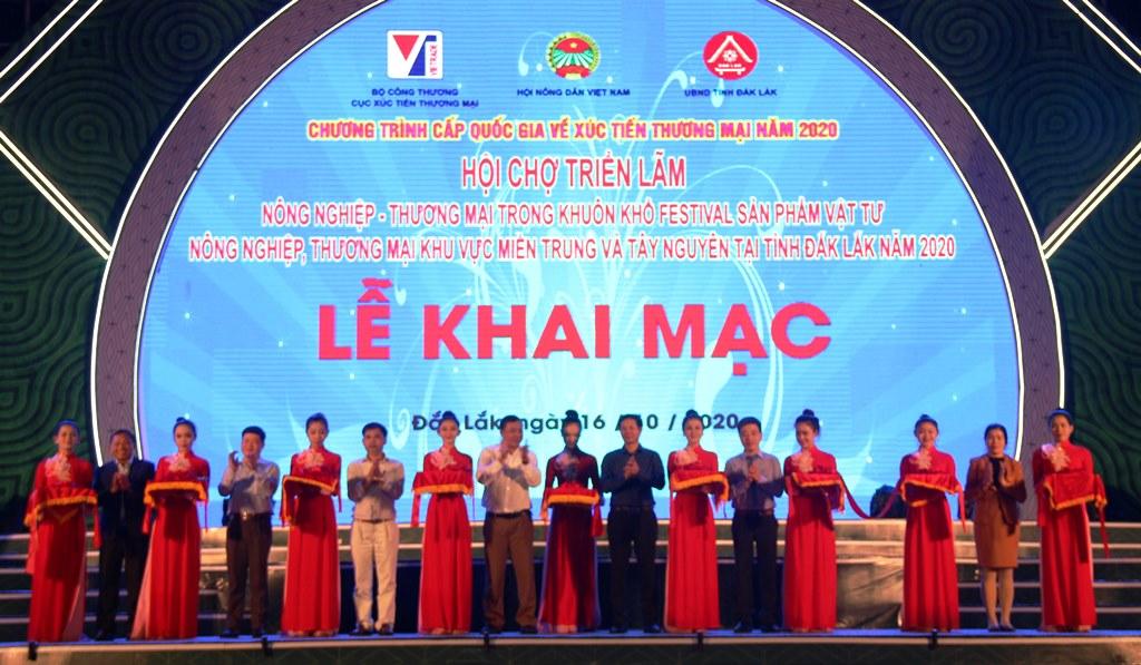 Khai mạc Hội chợ triển lãm Nông nghiệp -Thương mại