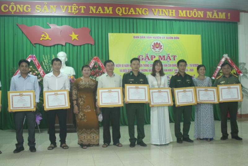 Gặp mặt kỷ niệm 90 năm Ngày truyền thống công tác dân vận của Đảng