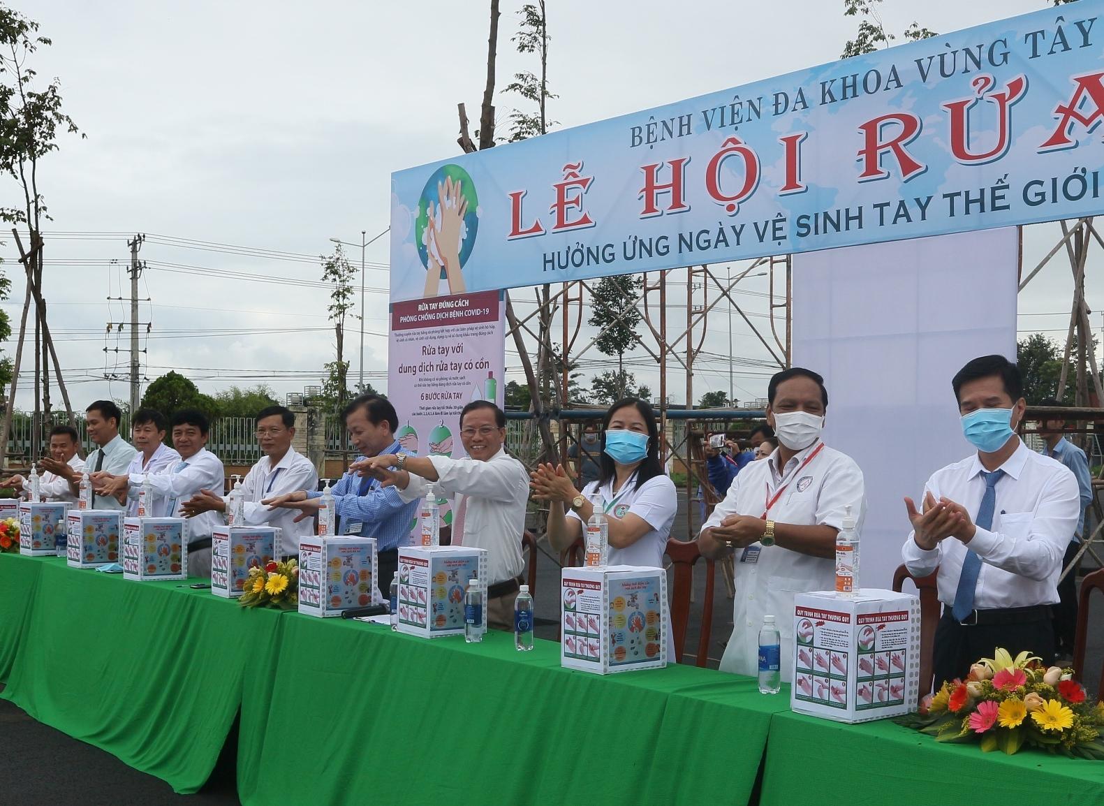 Bệnh viện đa khoa vùng Tây Nguyên tổ chức Lễ hội rửa tay năm 2020