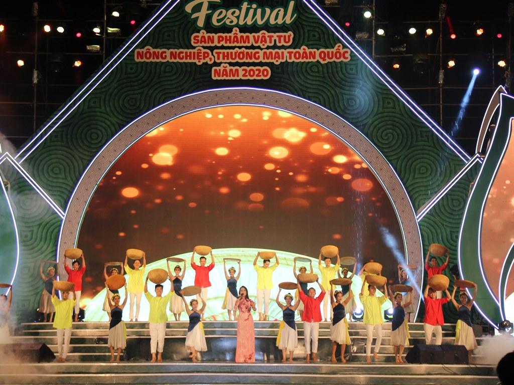 """Khai mạc Festival """"Sản phẩm vật tư nông nghiệp, thương mại toàn quốc năm 2020"""""""