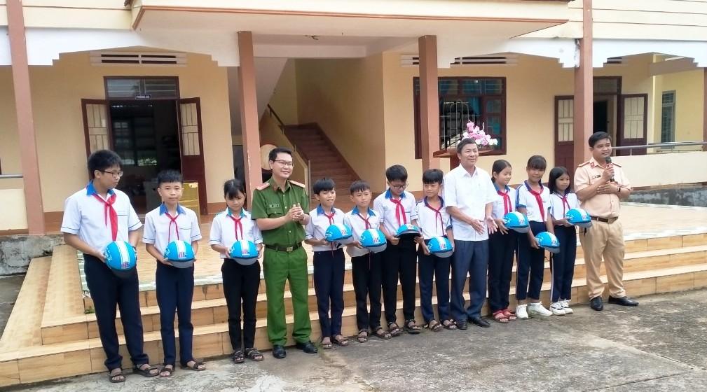 Tuyên truyền an toàn giao thông cho học sinh các trường THCS trên địa bàn huyện M'Đrắk