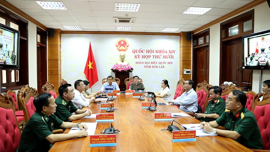 Đoàn đại biểu Quốc hội tỉnh tham gia góp ý dự án Luật Biên phòng Việt Nam