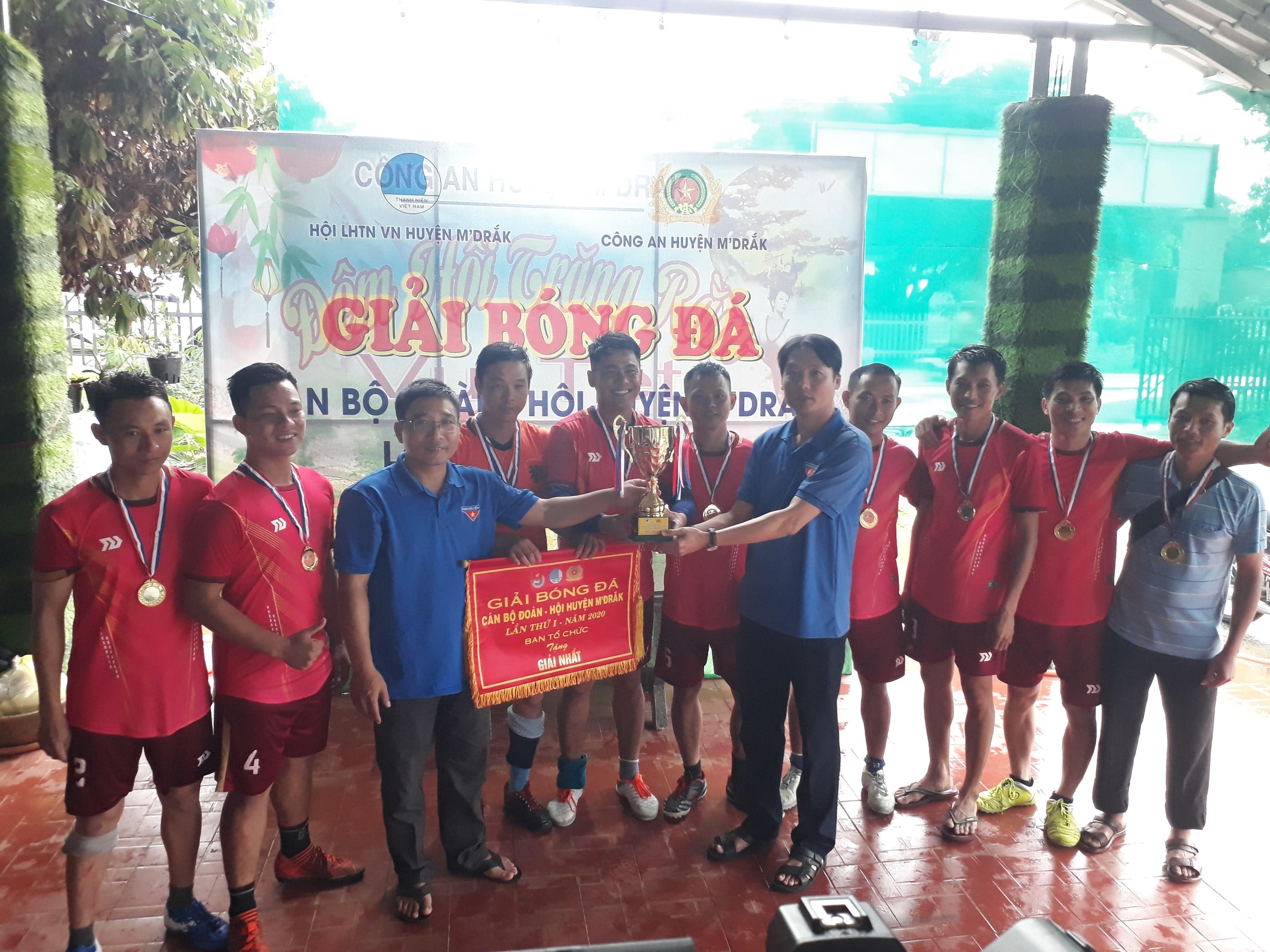 Huyện M'Drắk: Tổ chức Giải bóng đá truyền thống cán bộ Đoàn- Hội lần thứ I năm 2020