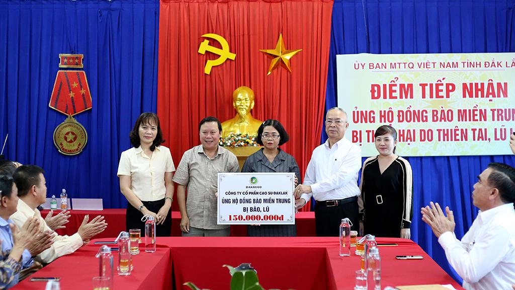 MTTQ Việt Nam tỉnh tiếp nhận ủng hộ đồng bào miền Trung