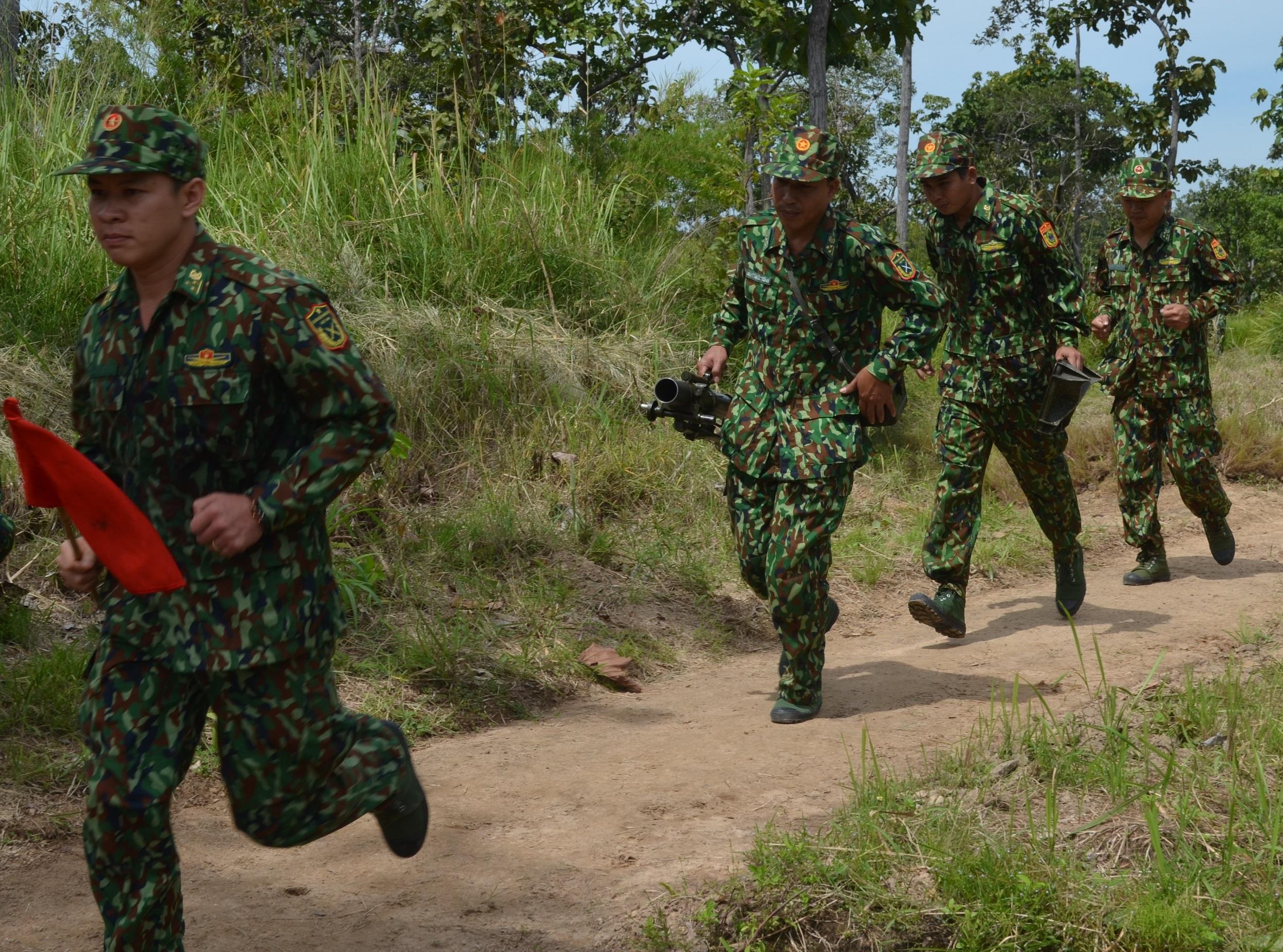 Bộ đội Biên phòng tỉnh Đắk Lắk kiểm tra bắn đạn cối 60 mm