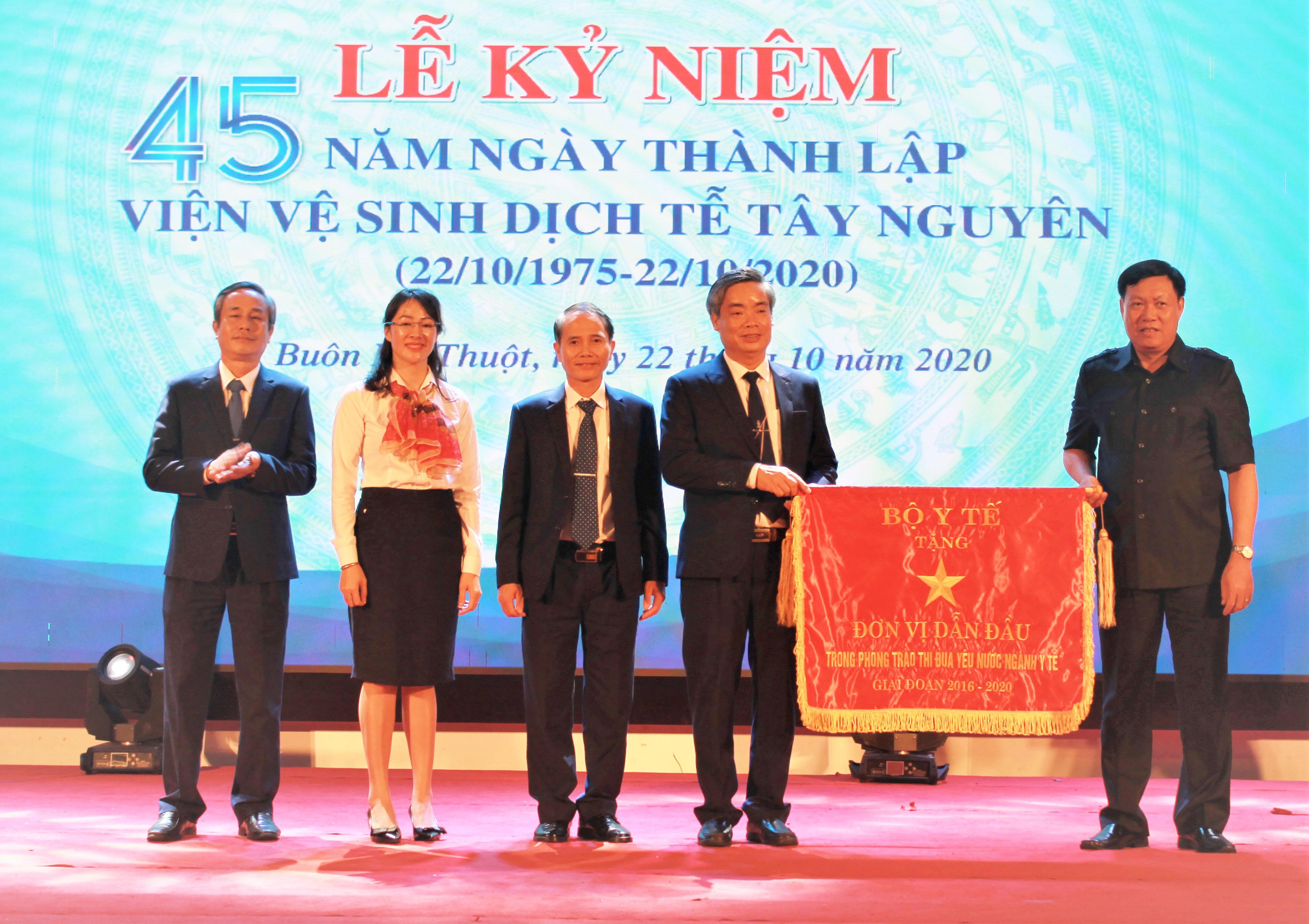 Viện Vệ sinh dịch tễ Tây Nguyên kỷ niệm 45 năm thành lập
