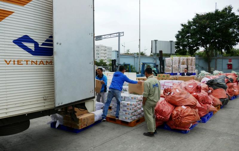 Miễn cước vận chuyển hàng cứu trợ đồng bào miền Trung
