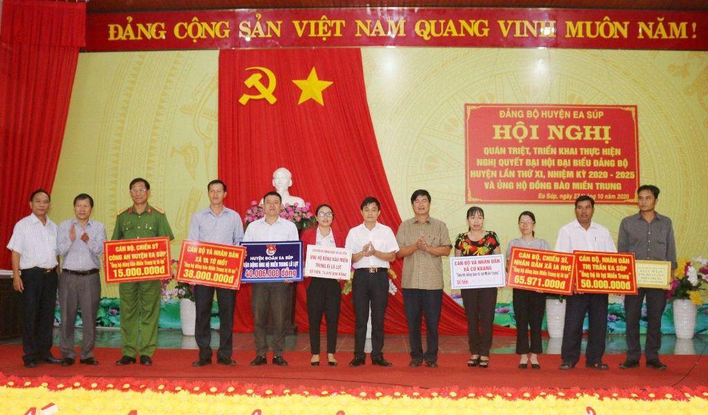 Huyện Ea Súp tiếp nhận 340 triệu đồng ủng hộ đồng bào miền Trung