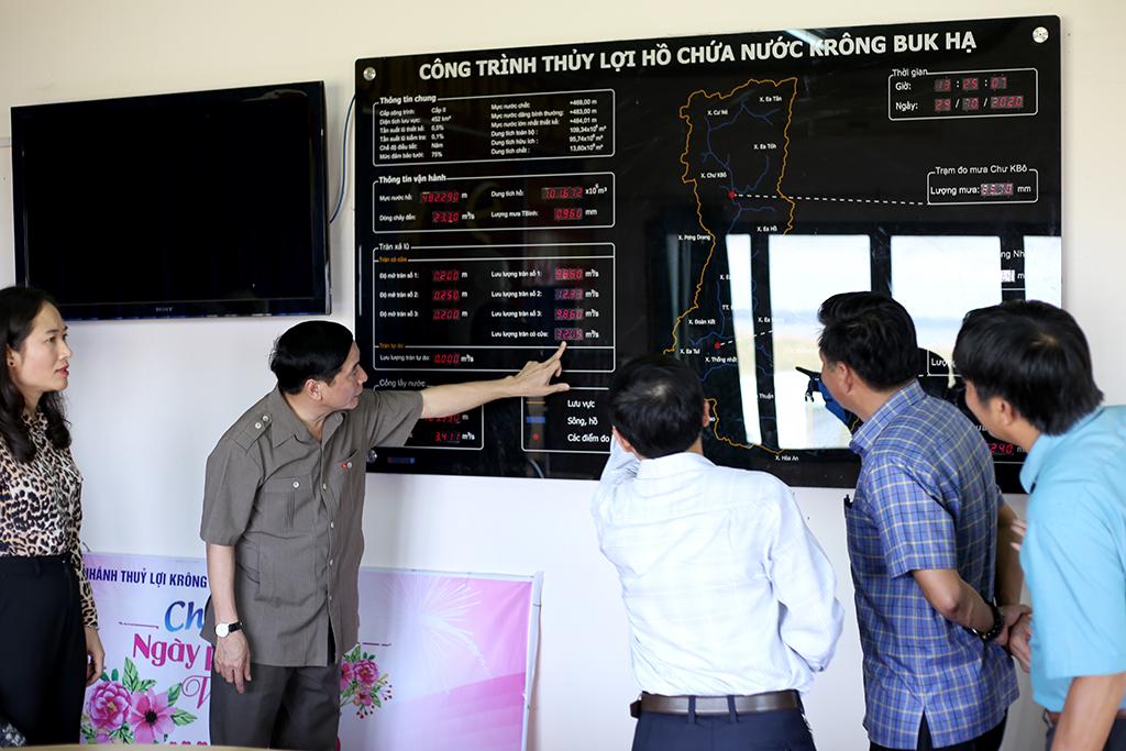 Bí thư Tỉnh ủy Bùi Văn Cường kiểm tra công tác tình hình phòng chống lụt bão tại các địa phương