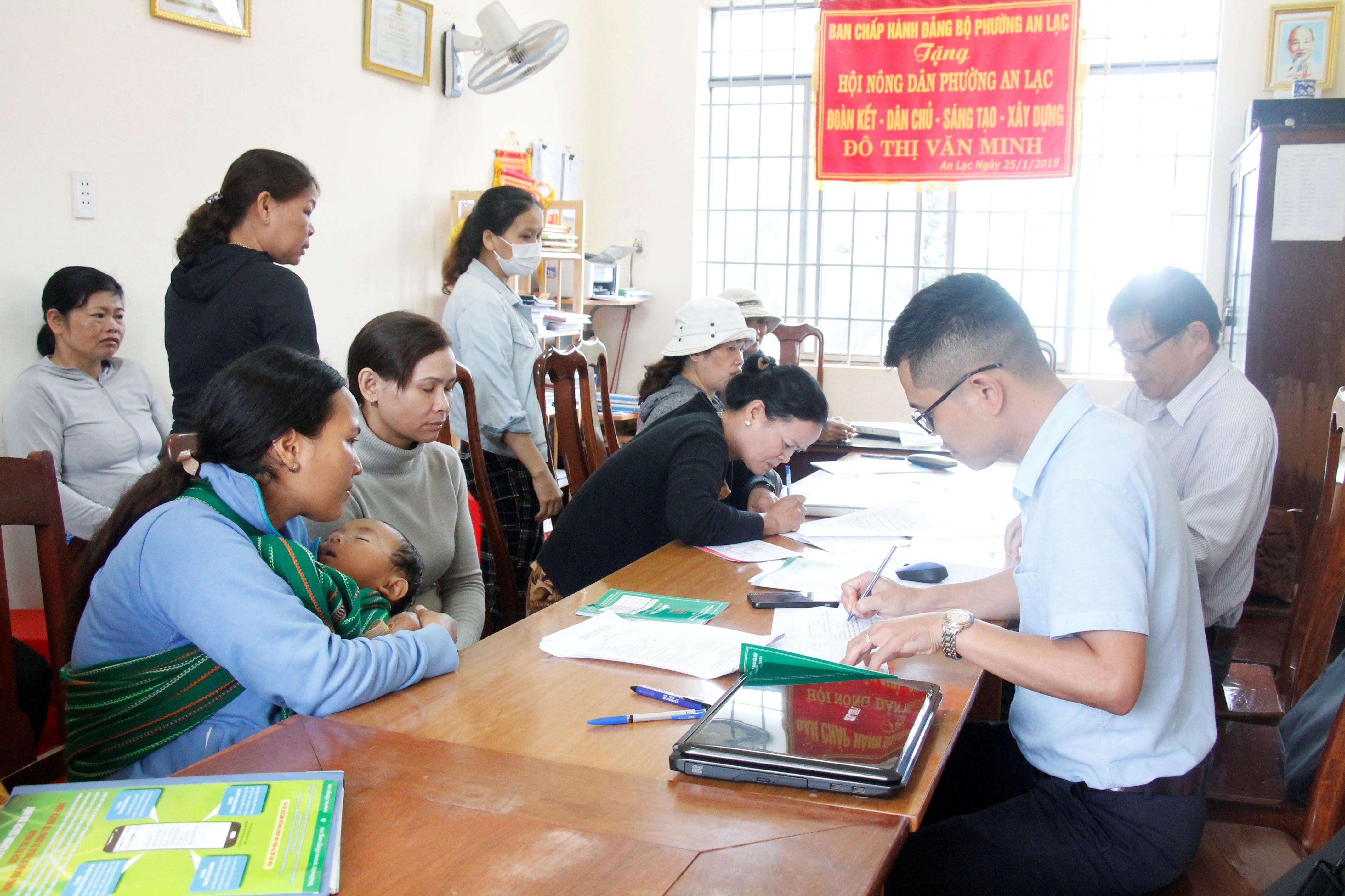 Kiểm tra việc thực hiện chính sách tín dụng ưu đãi tại thị xã Buôn Hồ
